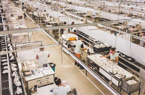 Con cinco décadas de experiencia en el mercado del calzado, el grupo Dilly Sports es una referencia en tradición, innovación y sostenibilidad